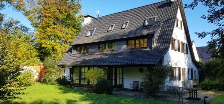 Frisch renovierte Villa in bester Lage: Repräsentativ und absolut familienfreundlich!