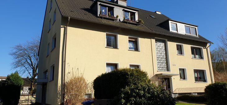 E-Steele: Äußerst gepflegtes Mehrfamilienhaus mit 3 Wohneinheiten und 3 Garagen in guter Wohnlage! (VERKAUFT)