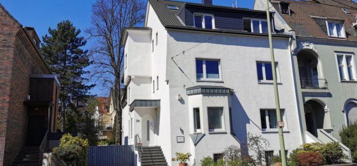 Rarität: in E-Bredeney: Entzückende Wohnung mit großer Dachterrasse in repräsentativem Stadthaus! (VERMIETET)